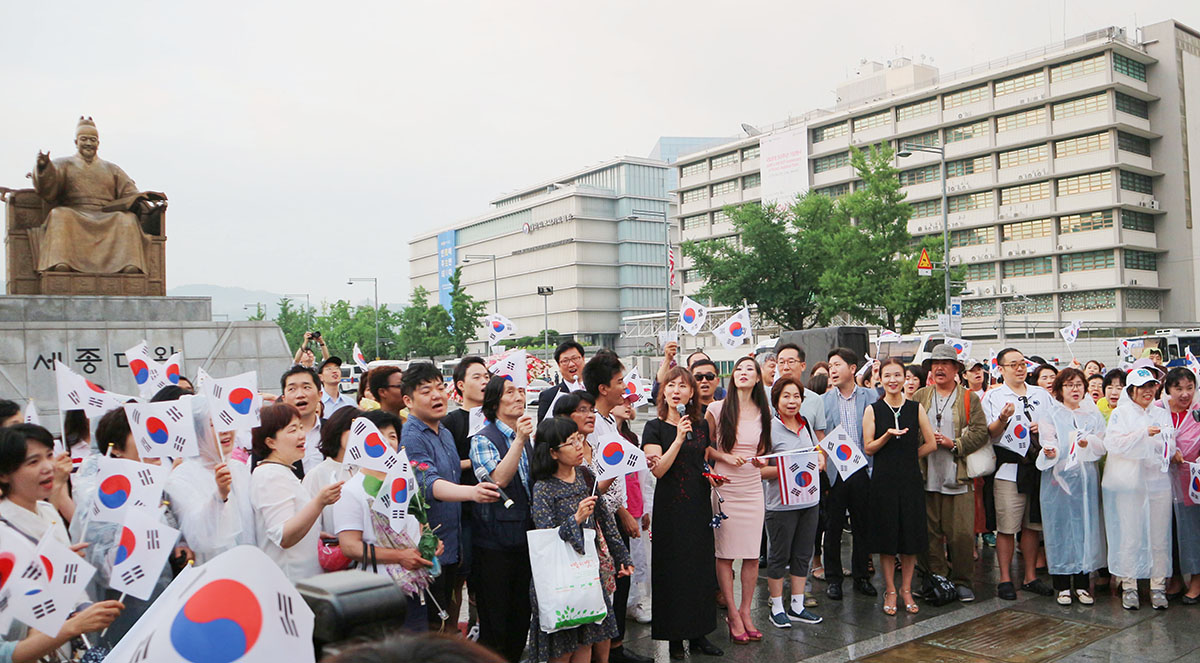 Crowd gathers for Peace vigil