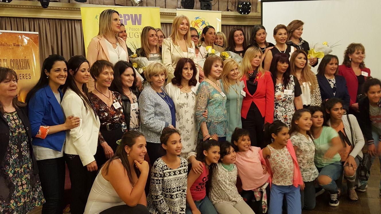 Group photo Global Peace Women Award Winners Uruguay