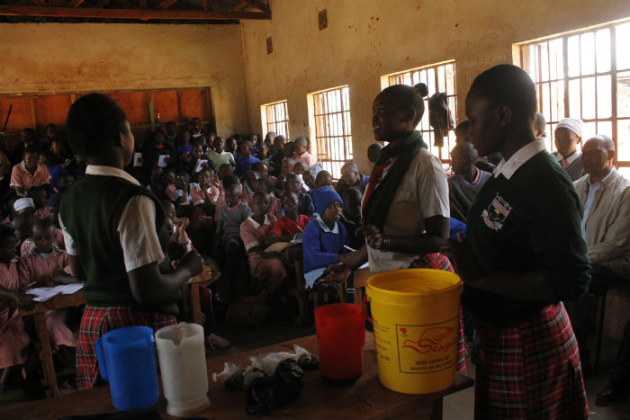 Leap Hub students teach primary students how to make liquid soap on Hand Washing Day 2015.