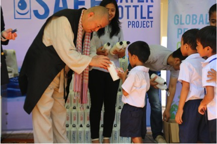 CEO of Fuji Suiso, Mr. Kawabata delivers Safe Water bottles to students