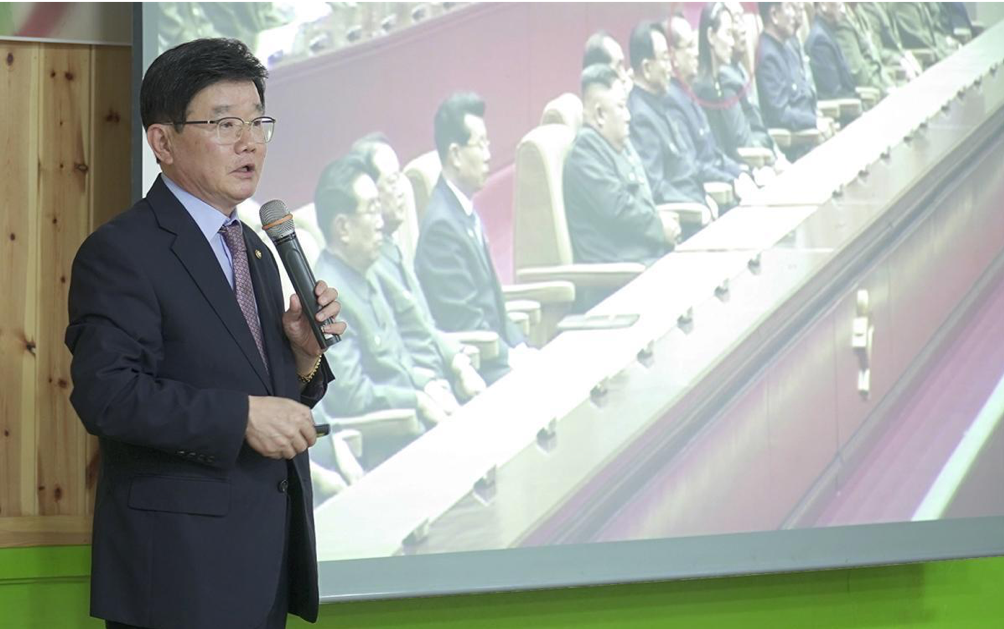 Dr. Chan Il Ahn addressed a gathering of activists at the Action for Korea United (AKU) leadership workshop in Seoul