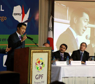 dr.-hyun-jin-moon-speaks-at-global-peace-leadership conference-paraguay