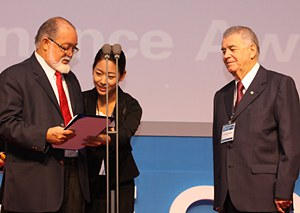 Sir James Mancham(left) presents the Governance Award to Brazilian Senator Nelson Marquezelli