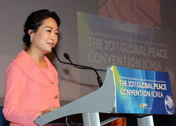 Dr. Jun Sook Moon addresses convention delegates at the launch of Global Peace Women in Seoul, Korea.