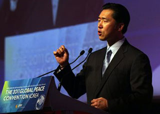 Global Peace Foundation Chairman, Dr. Hyun Jin Moon welcomes delegates to the 2011 GPC Seoul, Korea.