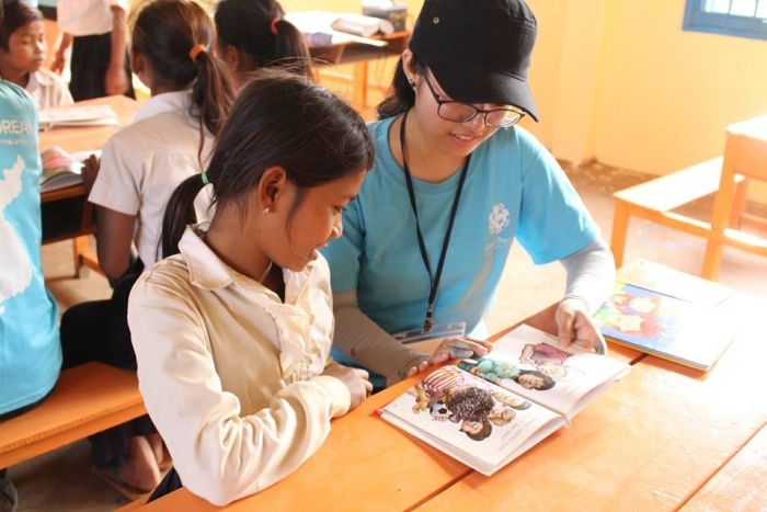 volunteer teaches student in Cambodia