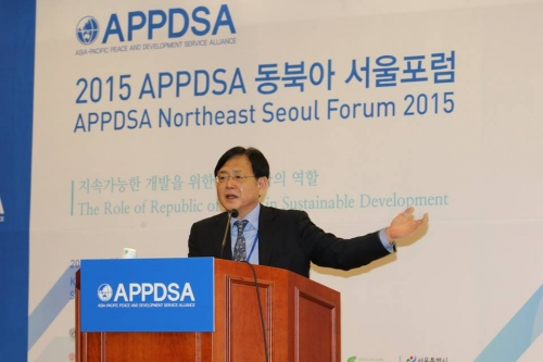 """Ambassador Young-Mok Kim, President of KOICA, speaks on Korea's unique development model, called """"The New Village Movement"""", arisen out of the devastation of WWII yet leading to becoming a leading economy worlwide."""