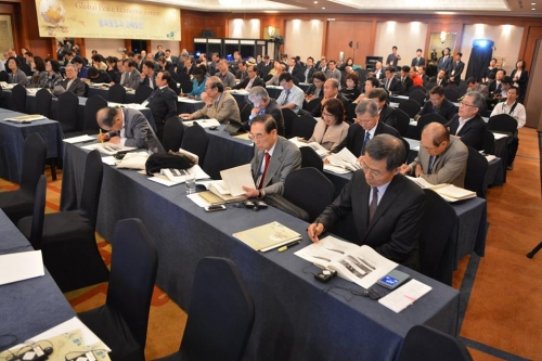 Delegates read through presentations from speakers on the role and advancements of the economy in peaceful unification.