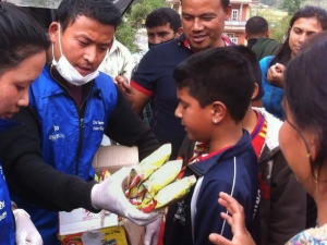 Global Peace Foundation and APPSA volunteers distribute food